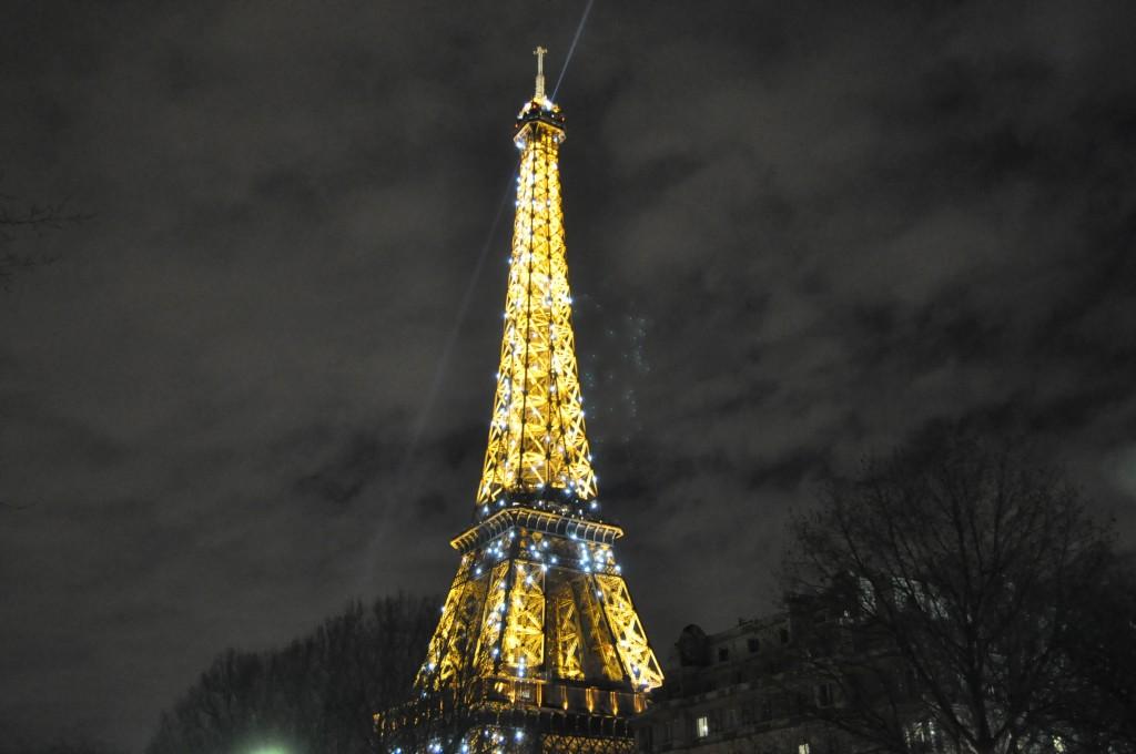 torre eiffel noite